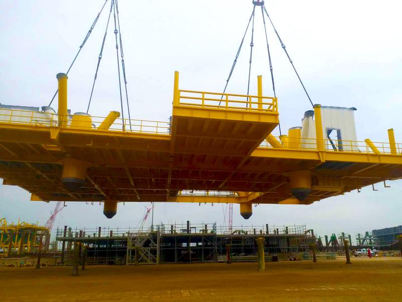 甲板片吊装2.jpg