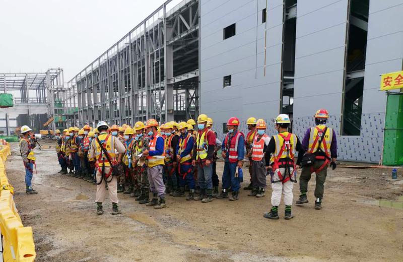 常州锂电池项目利用早操和班前会,逐渐提高工人的安全意识。(修).jpg