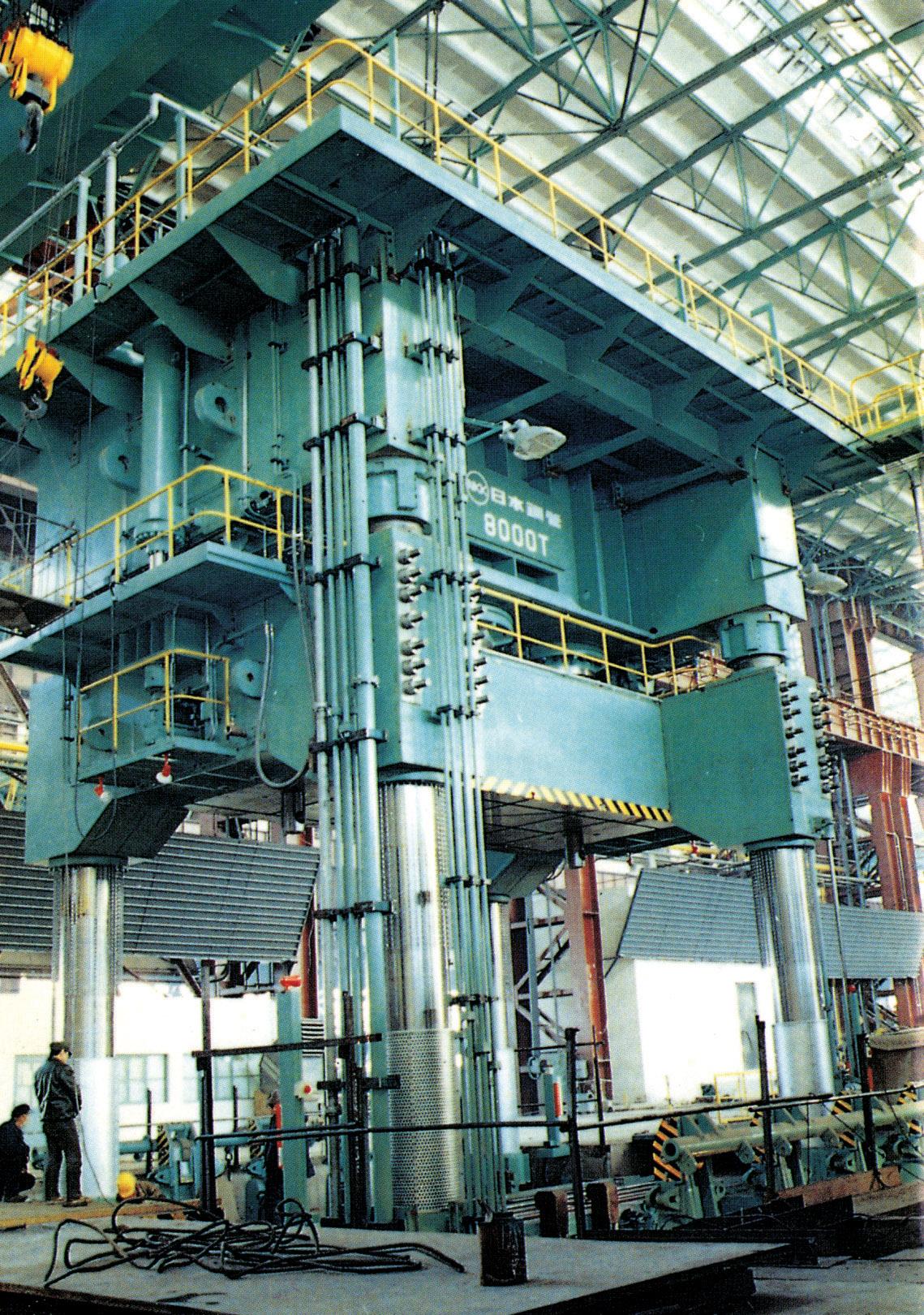12-4哈尔滨锅炉厂焊接技术中心8000t油压机(1986年国内最大的油压机)安装工程.jpg